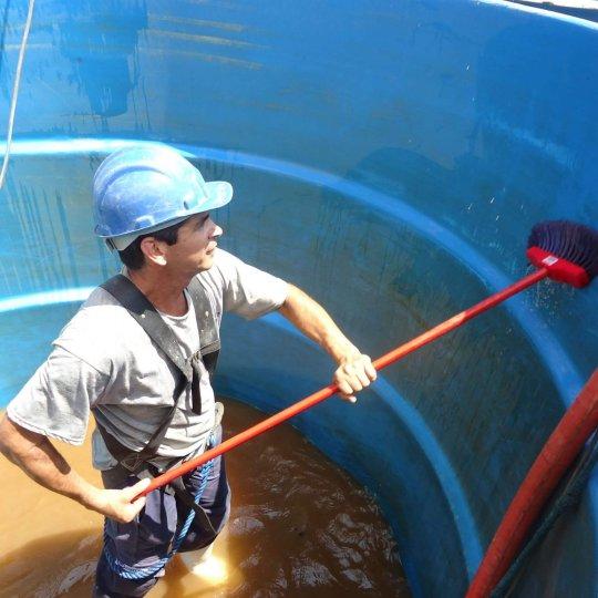 como funciona limpeza de caixa d'água